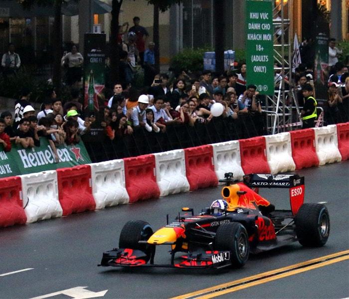 Cận cảnh xe đua F1 tại Việt Nam