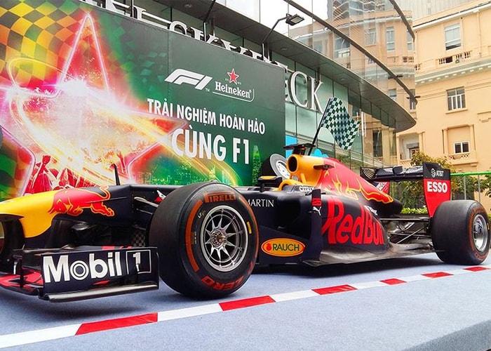 Trưng bày xe đua F1 phiên bản thật tại Việt Nam