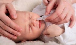 chữa nghẹt mũi cho trẻ